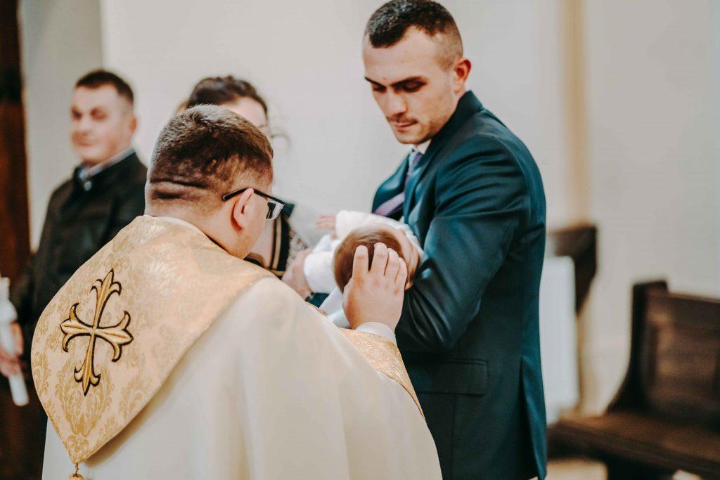 znak krzyża chrzest